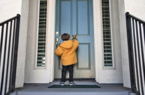 child knocking on door